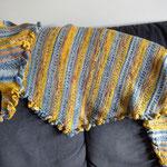 Kleine Rüschen in gelb / Kleine Rüschen, aus einem alten Landliebe-Heft, aus Regia-Sockenwolle 4-fach, Grösse ca. 160 x 45 cm