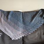 Zackig Zackig oder Close to You / Dreiecktuch mit Zacken - 4-fach Farbverlaufgarn Jeans Glamour von Sue's Art (50% BW, 50% Polyacryl) Grösse 190 x 50 cm
