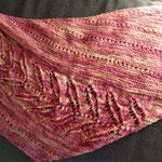 Cozy Merino rosé-gelb / Dreiecktuch, aus CozyMerino 120 von Walk Collection, 100% Wolle Superwash Grösse ca. 145 x 32 cm.