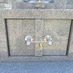 石扉と取手金物