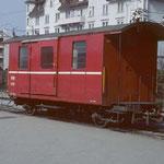 D 65 in Wil im roten Farbkleid