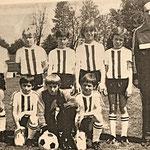 Die E-Jugend 1982 mit Trainer und Betreuer Willi Zimmer.