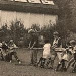Jugend-Freizeitlager in der Heilsbach bei Schönau (Pfalz). | (links) Jugendtrainer Hubert Östreich | (in der Mitte) Jugendtrainer Klaus Walle