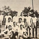 Handball-Jugendmannschaft | (hinten) K. Wagner, P. Scholl, F. Stolz, P. Busch, W. Jochum, H. Schuster, F. Adt, H. Wagner | (Mitte) O. Ochs, F. Zintel | (vorn) R. Müller, L. Lutz, H. Klingenberger
