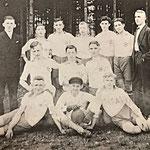 Handballmannschaft | (hinten) R. Becker, R. Gries, A. Klein, R. Grell, P. Latz, F. Andelfinger, N. Stolz, R. Feichtner, L. Peters | (Mitte) J. Mauthe, A. Schmelzer, J. Kempf | (vorn) W. Schmitt, O. Marx, A. Lindner