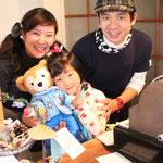 オーナーの山咲さん夫妻と娘さん。本当に幸せそう。このカフェではそんなほんわか気分が伝わってきます。