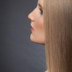 geglättetes Haar, dezentes Tages MakeUp
