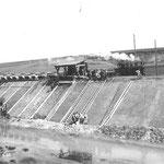 Für den Bau des Mittleren Isarkanals wurde eine Feldbahn eingesetzt, deren Gleise in Abschnitten heute noch bestehen.  Bei Oberföhring wird Wasser aus der Isar in den Ismaninger Speichersee und von dort in den Mittleren Isarkanal geleitet.