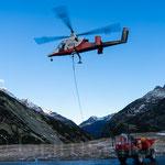 Gerstenegg Kaman K-Max K-1200 am frühen Morgen die Kälte für schwere Lasten nützen