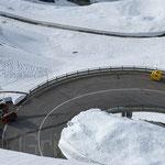 Posthitlicheer Schneefräse ist parat um allfälligem Schneebruch zu entfernen