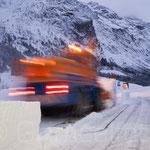 Schneefräse öffnet für die KWO nach einem starken Schneefall