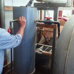 :蒸留された精油を分取するタンク