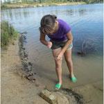 Ищенко Анна изучает фауну озера Дамба, 2010