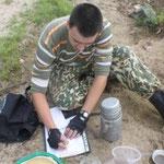 Максеев Даниил проводит биоиндикацию озер, 2012