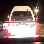 なぜか救急車が超満員、、、かと思いきやコンビだった!(ハボローネ市 モレロポレ街道)