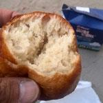 露店の揚げパンでランチ(イコハ村)