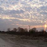 雲の多い朝(イコハ村)