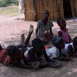 遊ぶ子供たち(イーストモヘンボ村)