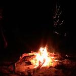 焚き火を囲んで飲むロイヤルミルクティ(マツィアラ村)