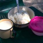 オアウエーさんちのお昼ご飯。パリシ&マディーラ&砂糖(マツィアラ村)