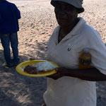 タギソおばさんお手製パリシと牛肉の煮込み(クマナ村)