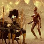 """Magnifique jeune fille Nouba (de Kau, au Soudan). Photo Leni Riefenstahl. Une photographe au passé plus que douteux, mais qui a eu le mérite de nous montrer ce peuple, auquel """"on"""" a interdit d'aller nu..."""