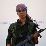 Combattante kurde. Les femmes jouent un rôle de premier plan, ce qui dans la région n'est pas la norme...