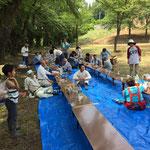 公園清掃では集落の方々と交流し、実験の様子から様々な助言を頂きました。
