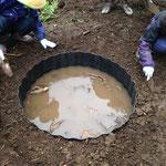 あぜ板で土を入れても、正円の形が安定しました。