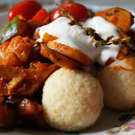 Bulgur-Köftesi mit Gemüse-Ragout