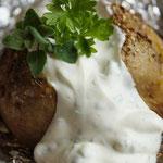 Backkartoffeln mit Kräuterquarkcreme