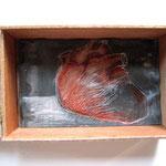 weites Herz in liebevolle Hände