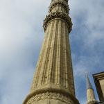 Die Minarette ragen über 80 m in den Himmel