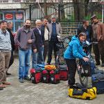 Grosses Interesse beim Packen der Räder in Gölköy.