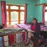 Die Unterkünfte sind günstig und meist sauber, trotzdem ziehen wir unsere Schlafsäcke den Decken vor.