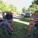 Mit unseren Zeltnachbarn Lee und Bruce.
