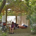 Wieder mal bekommen wir von gastfreundlichen Usbeken einen Platz zum Übernachten.