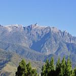 Mt. Kinabalu einmal ohne Wolken, 4098 Meter hoch.