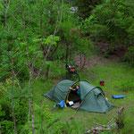 Haben doch noch einen Zeltplatz mitten im Wald gefunden.