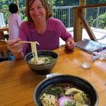 Wir geniessen die gepflegte japanische Küche.