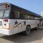 Die Busse sind alt, die Modelle vermutlich aus den USA.
