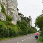 Typisch für die Normandie sind die weiss strahlenden Kreidefelsen.