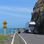Trucks sind allgemein schnell unterwegs und nehmen auf Radfahrer kaum Rücksicht.