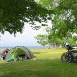 Zelten am Lake Biwako, dem grössten Süsswassersee Japans.