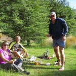 Beim Doc Camp treffen wir Christian aus Deutschland und einen Radler aus Neuseeland.