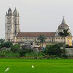 Immer wieder sehen wir grosse Kirchen. Ca. 6 Mio. Vietnamesen sind Katholiken.