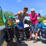 Rodrigo aus Brasilien ist seit zwei Jahren unterwegs. Der erste Radfahrer, den wir in Mexiko treffen.