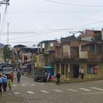 Selbst für Ecuador hässlich, solch unfertige Bauten mitten im Zentrum.