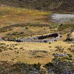 Die Hirten übernachten in einfachen Grashütten.