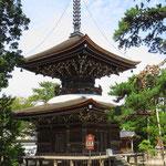 Schreine und Tempel gibt es viele in Japan. Viele sind sehr alt.